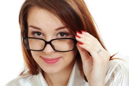 Vältä nämä meikkimokat silmälasien kanssa